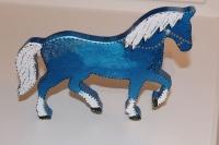 Синяя большая деревянная лошадь - акриловые краски